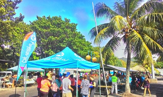 ラロトンガ島のWiFi(インターネット接続)は土曜朝マーケットの bluesky テントで買うとお得