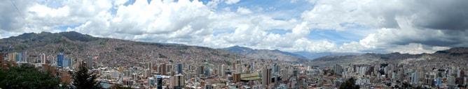 ボリビア観光の拠点地ラパスのパノラマ写真