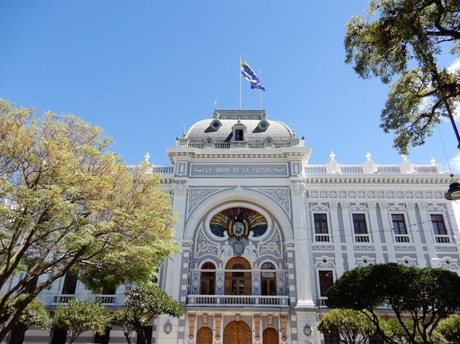 スクレに建つチュキサカ県の官公庁舎