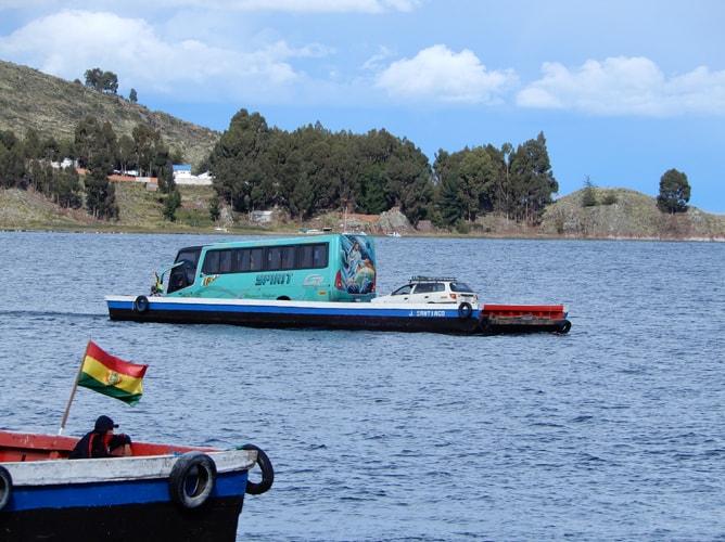 ラパス⇔コパカバーナ間のバスは途中でチチカカ湖を渡る