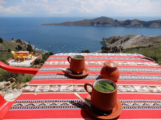 太陽の島でチチカカ湖を眺めながらマテ茶タイム
