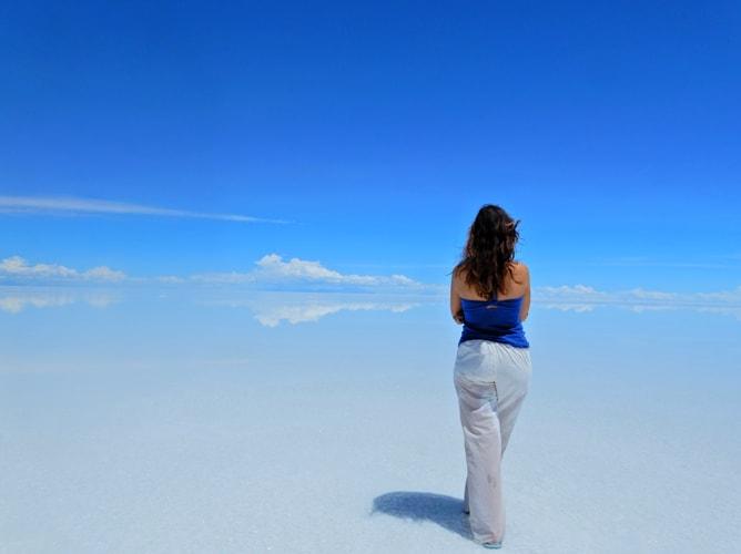 ウユニ塩湖の昼間の景色