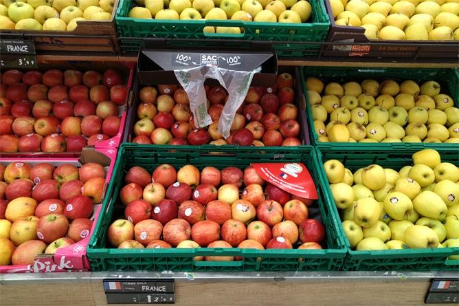 量り売りの果物売り場もおすすめ