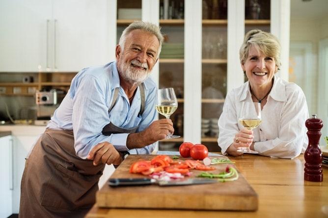 地元の人と料理や食事を楽しむ