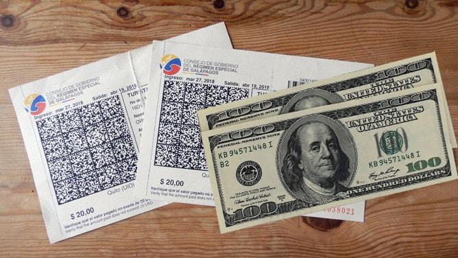 ガラパゴス入島管理カードと入島税 US $ 100 x 2 人分