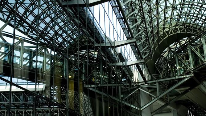 地元民には意外?京都駅ビルの建築構造は海外観光客に人気