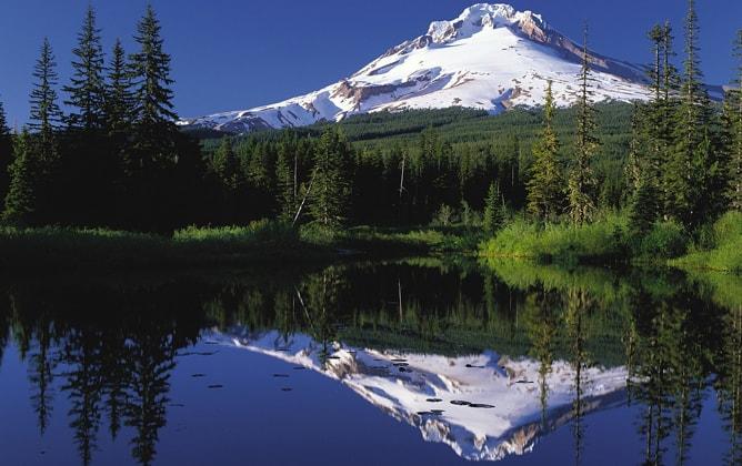 アメリカ合衆国オレゴン州の逆さ富士
