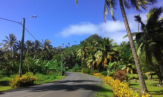 ラロトンガ島の内陸を走る道路 The Great Road of Toi の景色