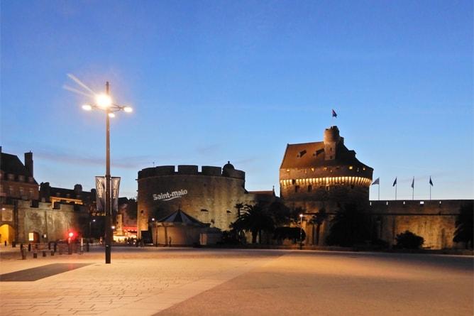 サンマロ旧市街の夜の様子